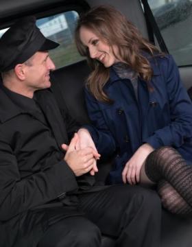 Natalia Pearl - Cabbie George Uhl fucks brunette Czech beauty on the backseat of his cab (2016) FullHD 1080p